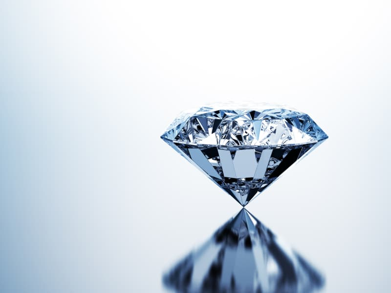 Diamond with a reflection of the diamond